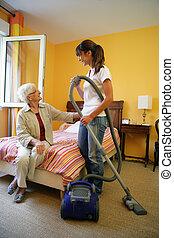 sprzątaczka, vacuuming, sypialnia