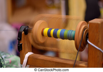 Spule eines Spinnrades in Bewegung - Coil of a spinning...