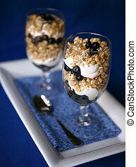 spuntino sano, mirtilli, yogurt, granola