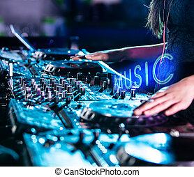 spur,  DJ, Nachtclub, mischt