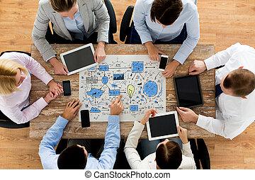 squadra affari, con, piano, riunione, a, ufficio