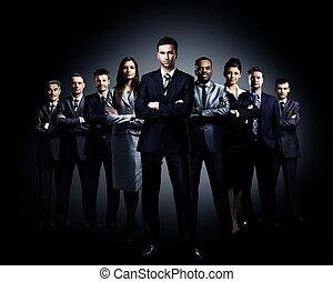 squadra affari, stare piedi, uno, sfondo scuro