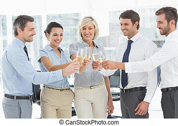 squadra affari, tostare, con, champagne, in, ufficio