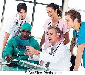 squadra ufficio, discutere, medico