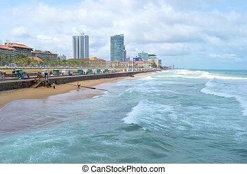 Sri Lanka, Colombo, seaside promenade in a haze