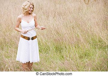 stálý, eny sevření, venku, usmívaní, pastvina