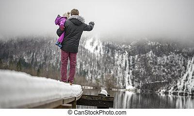 stálý, jeho, část, sněžný, otec, mládě, jezero, sevření dítě, batole, pilíř