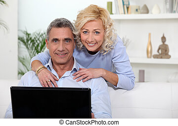 stát se splatným kuplovat, pouití počítač na klín, doma