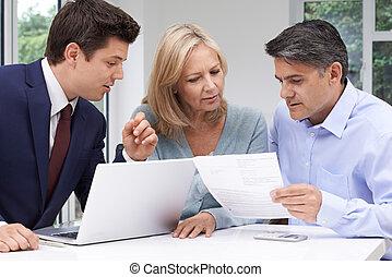 stát se splatným kuplovat, setkání, s, penění advisor, doma