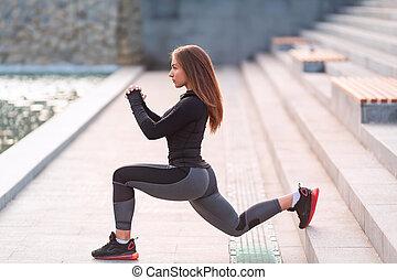 städtisch, woman, dehnt, umwelt, draußen, fitness