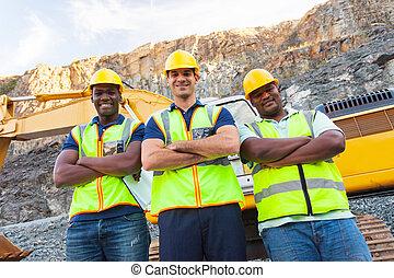 stående, arbetare, korsat beväpnar, villebråd