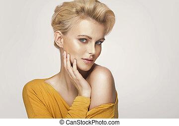 stående, av, a, söt, blondin, kvinna