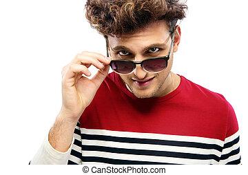 stående, av, a, toppmodern, man, betrakta kamera, genom, solglasögon