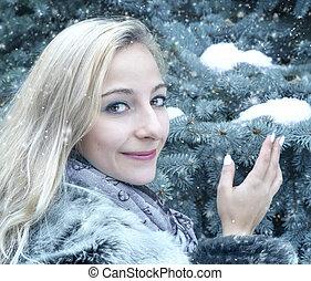 stående, av, a, ung kvinna, in, vinter