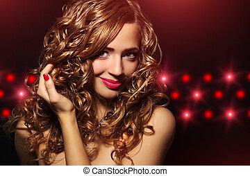 stående, av, a, vacker, flicka, med, lockigt hår