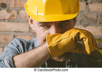 stående, av, anläggningsarbetare, med, gul, hatt