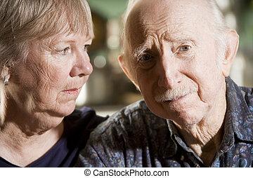 stående, av, bekymrat, äldre koppla