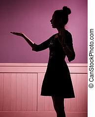stående, av, den, ung kvinna