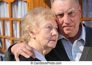 stående, av, elderly kopplar ihop, närbild