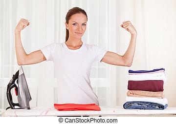 stående, av, le, hemmafru, strykning, clothes., waist upp,...