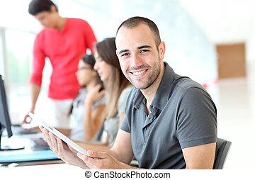 stående, av, le, student, in, utbildning, jaga