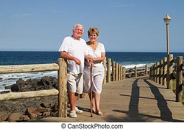 stående, av, lycklig, äldre koppla
