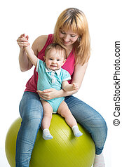 stående, av, lycklig, mor och baby, in, gymnastiksal