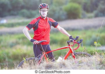 stående, av, man, cyklist, med, väg, cykel, framställ,...