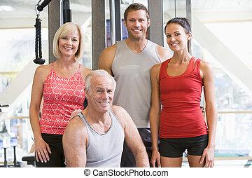 stående, av, mannen och kvinnan, hos, den, gymnastiksal