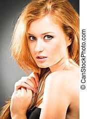 stående, av, red-haired kvinna