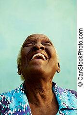 stående, av, rolig, äldre, negress, le, och, skratta