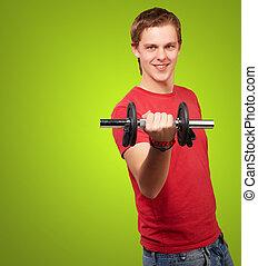 stående, av, ung man, med, vikter, över, grön fond