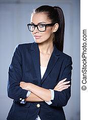 stående, av, vacker, affärsverksamhet kvinna