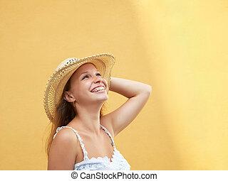stående, av, vacker, tonåring, le, utomhus