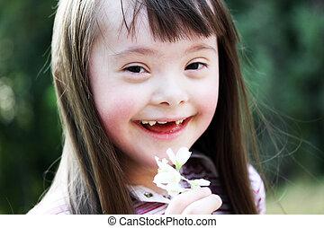 stående, av, vacker, ung flicka, med, blomningen, i parken