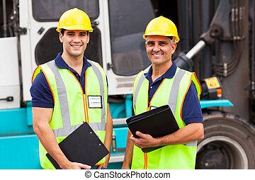 stående, behållare, gaffeltruck, arbetare, främre del, lager