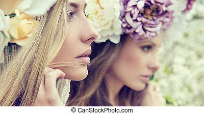 stående, damen, blomningen, två, underbar