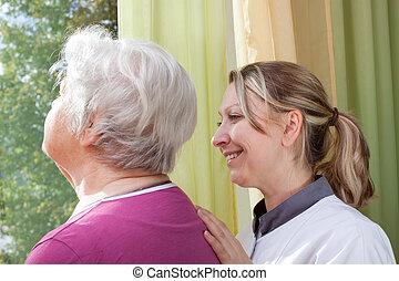 stående, fönster, kvinna, gammal, sköta