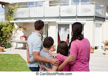 stående, familj, ung, deras, främre del, hem, dröm
