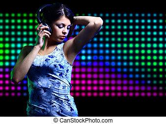 stående, flicka, hörlurar, ung, dansande