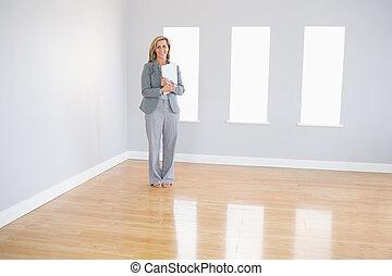 stående, glad, rum, fastighetsmäklare