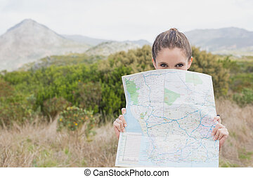 stående, holdingen, karta, kvinna vandring, ung