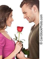 stående, holdingen, ro, par, ung, isolerat, glad, älskande, medan, date., bakgrund, leende uppsyn, vit röd, första