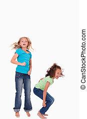 stående, hoppning, flickor, lycklig