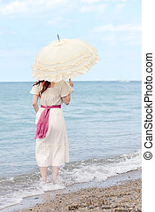 stående, kvinna, årgång, vatten, parasoll, strand