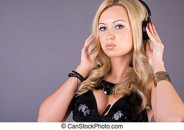stående, kvinna, musik lyssna