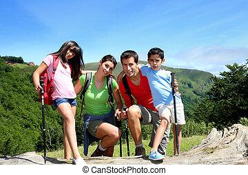 stående, moutain, dag, familj, trekking