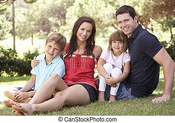 stående, parkera, avkopplande, familj, ung