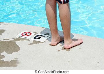 stående, pojke, tonårig, slå samman, simning