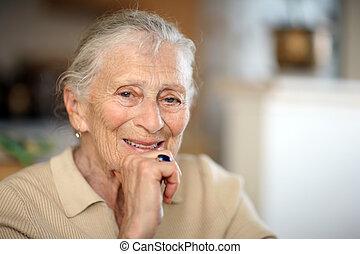 stående, senior woman, lycklig